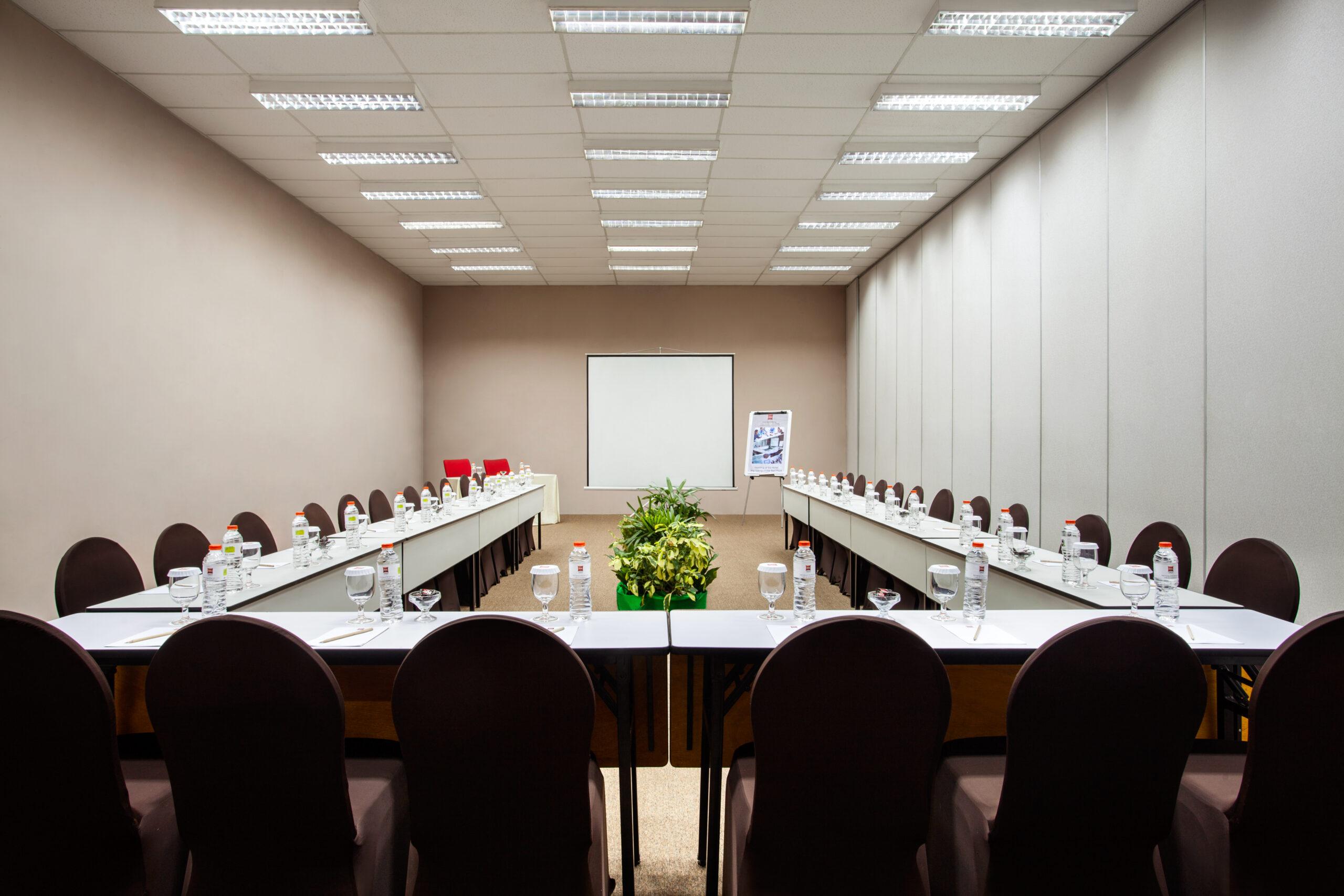 Home page 2c - Meeting Room U Shape